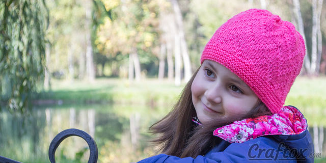 """""""Zigzag"""" beanie - quick and simple. Free zig zag hat knitting pattern."""
